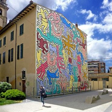 Pisa-lopera-Tuttomondo-di-Keith-Haring-sulla-chiesa